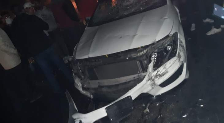 إشكال وسقوط جرحى في شويفات بعد ان اجتاحت سيارة المحتجين وإلقاء القبض على السائق