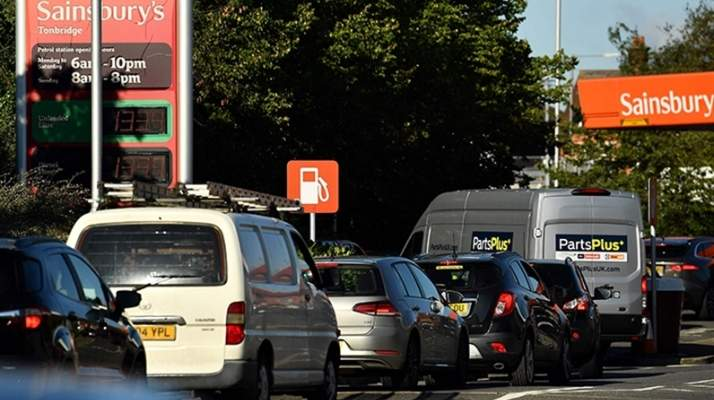 """The Sun"": عدة أشخاص تشاجروا على محطة وقود في بريطانيا بسبب نقص البنزين"