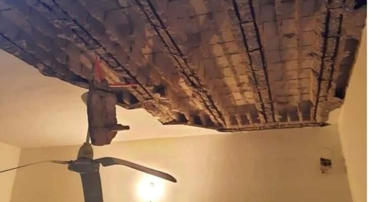 النشرة: نجاة عائلة بعد انهيار سقف منزلها في مخيم عين الحلوة