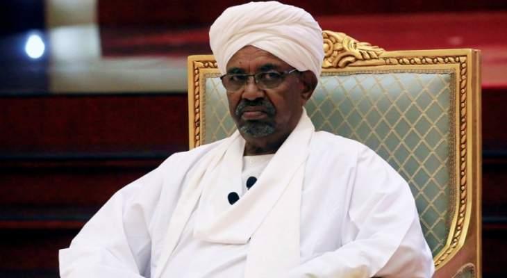 """صحيفة سودانية: البشير يبكي لسماعه من يناديه بـ""""الرئيس المخلوع"""""""