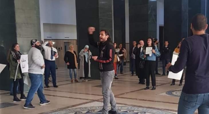 متظاهرون دخلوا إلى قصر العدل في بيروت مطالبين بمحاسبة الفاسدين