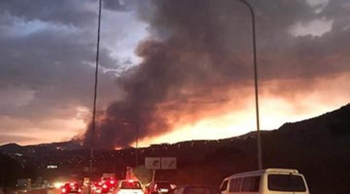 اندلاع حريق كبير في المشرف يحاصر المنازل ويمتد نحو جامعة رفيق الحريري