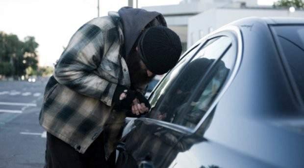 مجهولون سرقوا سيارة في عاصون ـ الضنية