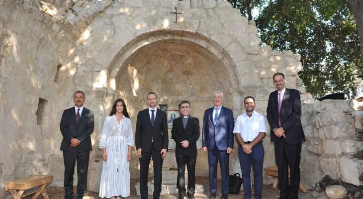 """الأب هاشم التقى وفدًا هنغاريًا رفيعًا في إطار """"مشروع ترميم الكنائس التاريخية في لبنان"""""""