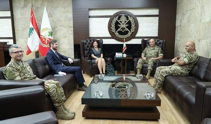 قائد الجيش عرض مع السفيرة النروجية علاقات التعاون بين جيشي البلدين
