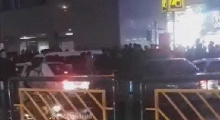 التلفزيون الإيراني: أنباء عن اعتقال أحد عناصر مجموعة الاغتيال التي قتلت العالم النووي زادة