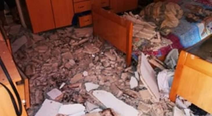 النشرة: نجاة عائلة بعد انهيار أجزاء من سقف المنزل في البرج الشمالي - صور