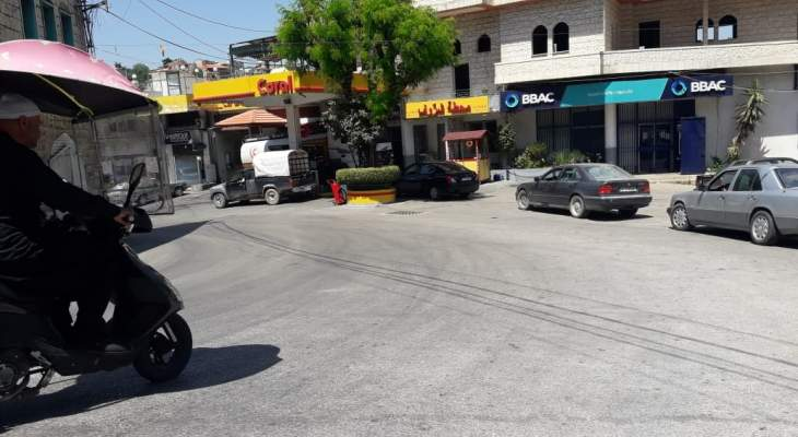 النشرة: طوابير من السيارات على محطات المحروقات في حاصبيا