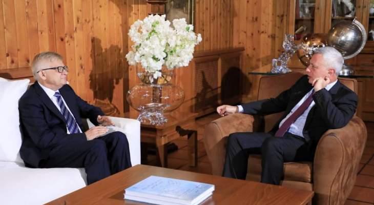فرنجية عرض مع سفيري روسيا وبريطانيا للأوضاع الراهنة بالبلد والتطورات الإقليمية
