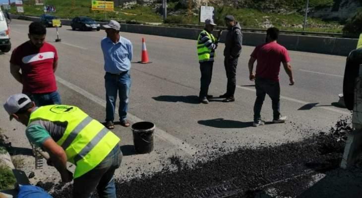 النشرة: اتحاد بلديات ساحل الزهراني عالج الحفر عند مقطع جسر الزهراني باتجاه صور