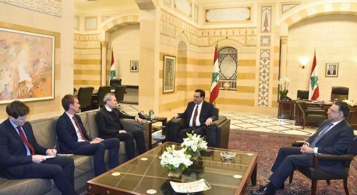 رامبلينغ بعد لقاء دياب: مستعدون إلى جانب دول أعضاء في المجموعة الدولية لدعم لبنان