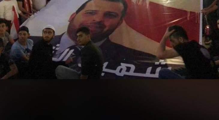النشرة: اعتصام صامت وإضاءة شموع عند مثلث سوق الخان حدادا على  ابو فخر
