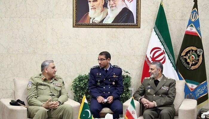 قائدا الجيشين الإيراني والباكستاني بحثا بتوسيع التعاون الثنائي