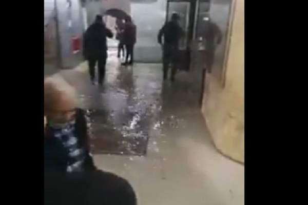 المياه غمرت مدخل وزارة العمل في المشرفية