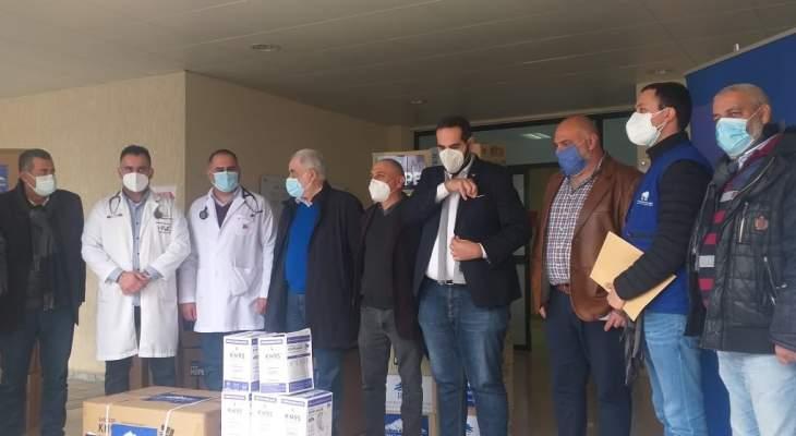 ابو زيد سلم مدير مستشفى صيدا مساعدات طبية لفريق كورونا