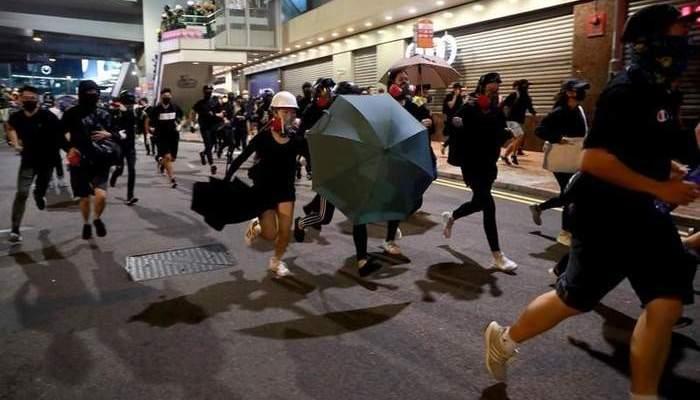 إلقاء قنابل حارقة على ناد لشرطة هونغ كونغ