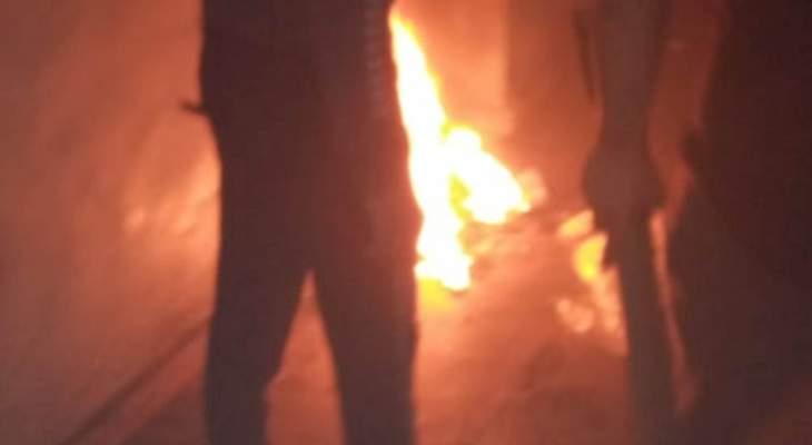 وصول اهالي السجناء لسجن القبه والمساجين يضرمون النار بعدد من الأجنحة