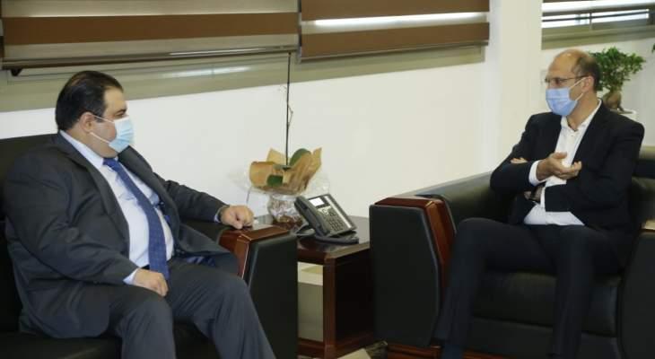 حسن تبلغ قرار الحكومة العراقية إعادة افتتاح الملحقية الصحية في السفارة