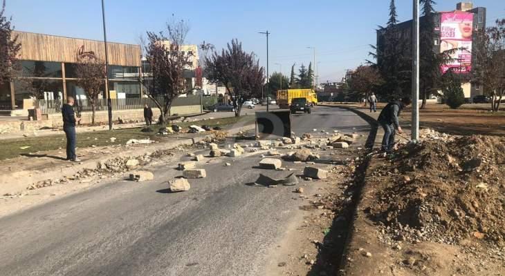 النشرة: اقفال اوتوستراد زحلة والجيش اللبناني يعمل على اعادة فتحه