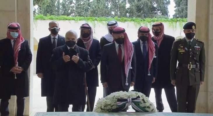الأمير حمزة يظهر إلى جانب الملك عبد الله الثاني للمرة الأولى منذ الأزمة