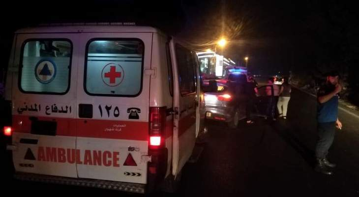 الدفاع المدني: جريحان جراء حادث سير في قرنة شهوان
