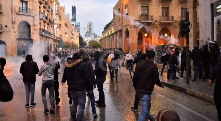 عودة الهدوء لساحة الشهداء بعد مواجهات بين متظاهرين وبعض أنصار المستقبل
