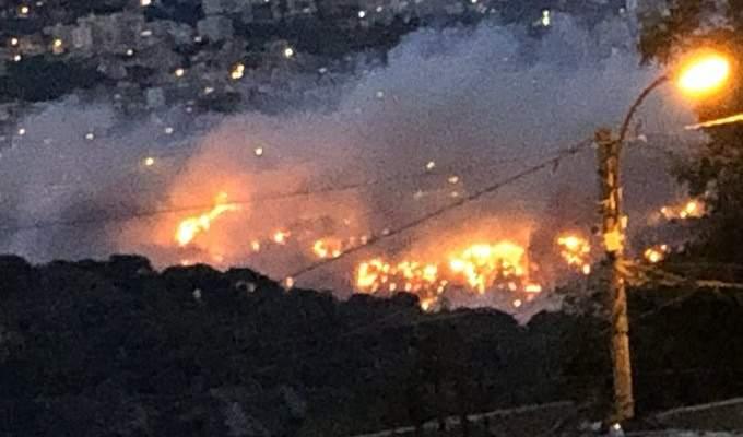 اندلاع حريق كبير بحرج المتن المقابل لمنطقة جعيتا ووصل الى محيط المنازل