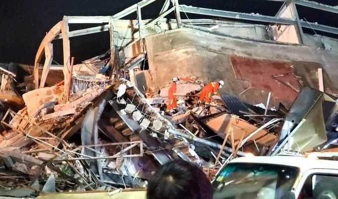 19 شخصا ما زالوا عالقين تحت أنقاض فندق انهار بشرق الصين