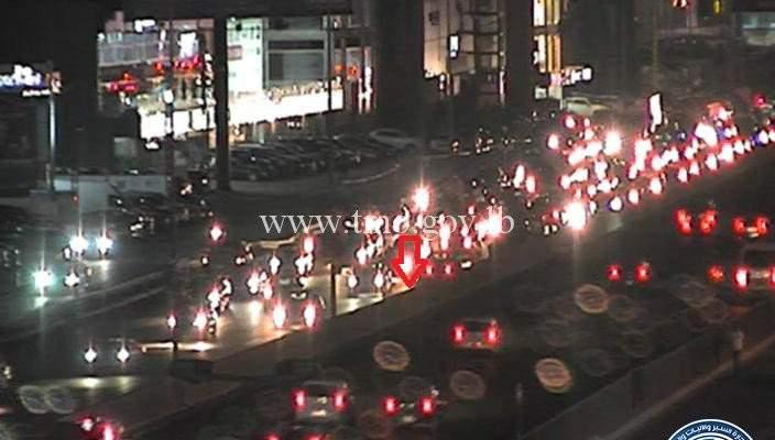 حادث تصادم بين سيارتين على اوتوستراد الضبية المسلك الغربي والاضرار مادية