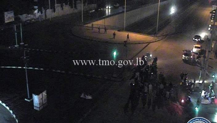 تجمع عدد من المواطنين عند تقاطع المدينة الرياضية باتجاه بيروت