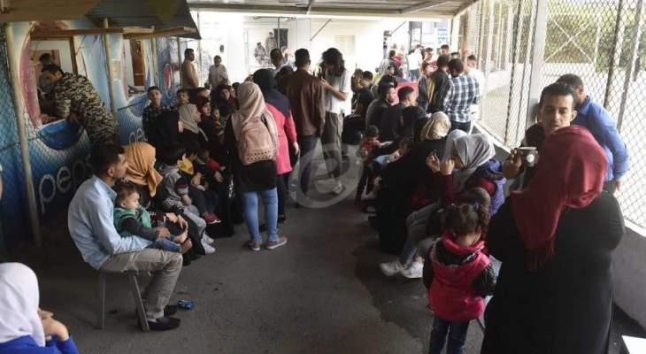 الشرق الأوسط: النازحون السوريون بالبقاع مستعدون لإزالة الجدران الإسمنتية من مخيماتهم