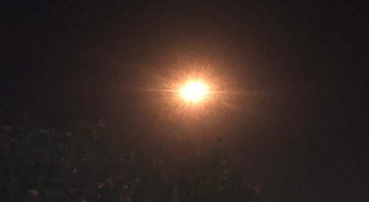 النشرة: الجيش الإسرائيلي أطلق عدة قنابل مضيئة فوق مجرى الوزاني في مرجعيون