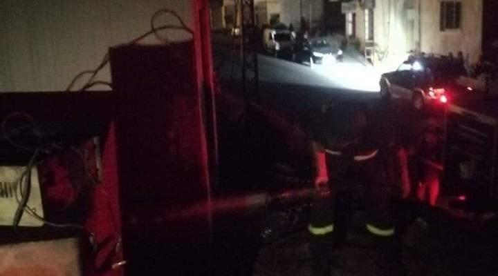 الدفاع المدني: إخماد حريق مولد طاقة كهربائية في شارون