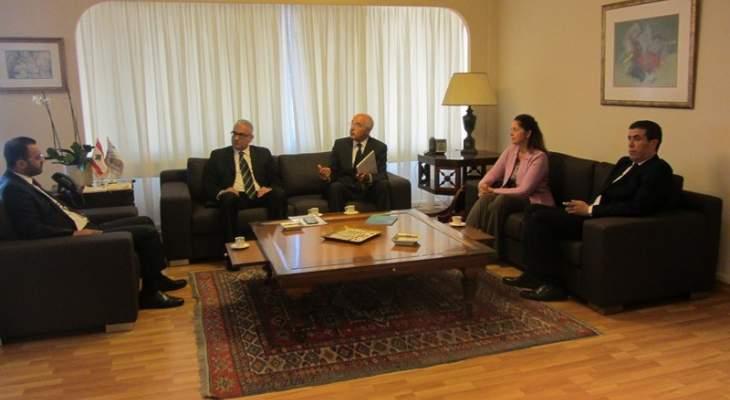 داود عرض مع وفد من اليونسكو إمكانية انضمام لبنان الى اتفاقية يونيدروا