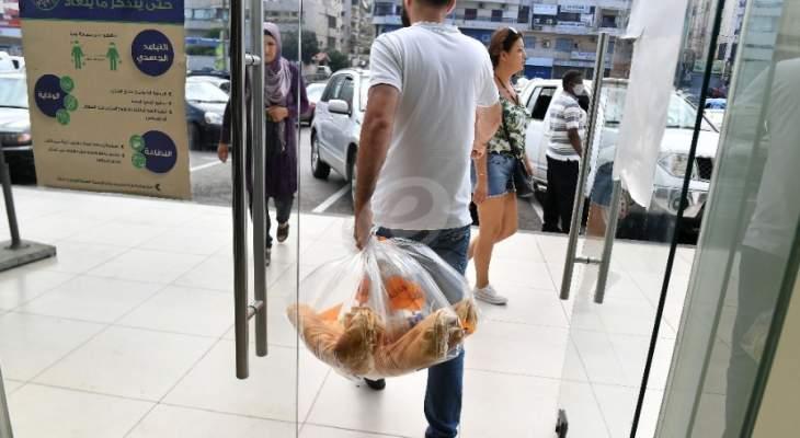 ازدحام بأفران الهرمل وإغلاق بعضها بسبب قرار حصر بيع الخبز بصالاتها