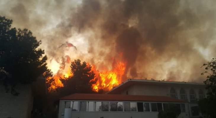 استمرار حريق المشرف والدفاع المدني والجيش يعملان على اطفائه