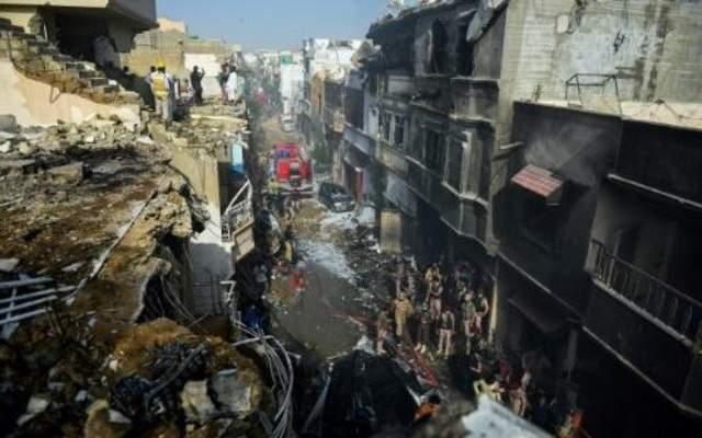 الصحة الباكستانية: 97 قتيلاً وناجيان جراء تحطّم الطائرة