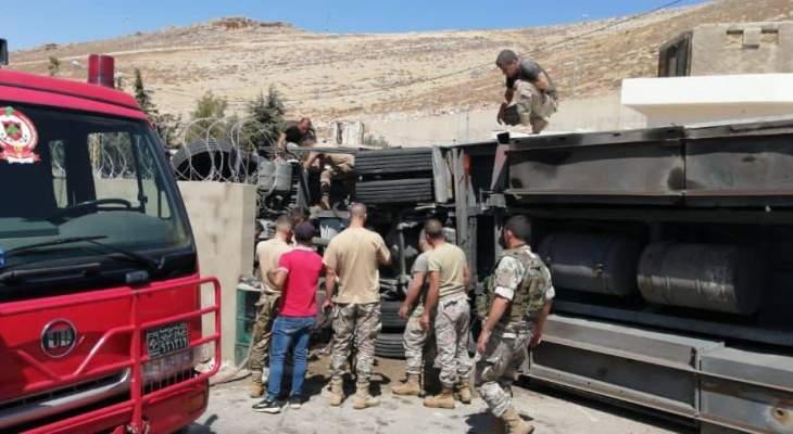 """""""النشرة"""": إنقلاب شاحنة في منطقة المصنع أدى إلى جرح شخص"""