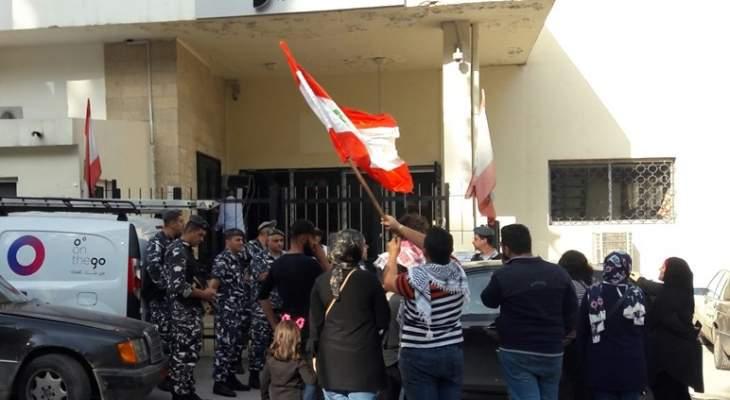 إقفال مبنى أوجيرو وليبان بوست ومركز وزارة العمل في حلبا