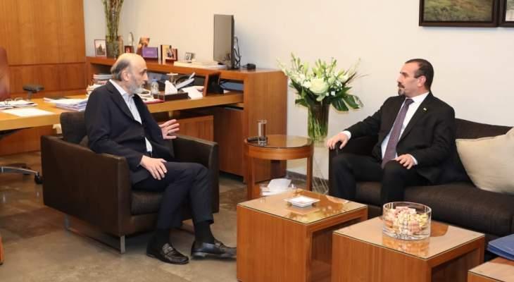 جعجع التقى سفير الجزائر في لبنان وتباحثا بآخر التطورات السياسية والإقتصادية