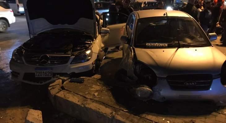 النشرة: جريحان بحادث تصادم على طريق الفرزل
