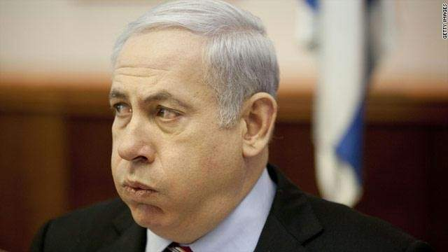 غانتس وليبرمان يتربّصان نتنياهو بملفّات مُحاكمته بالفساد