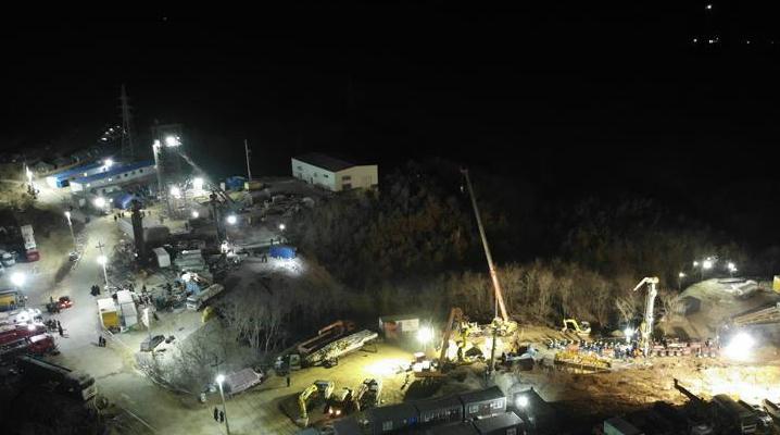 السلطات الصينية: انفجار منجم ذهب و22 محاصر لازالوا تحت الأرض