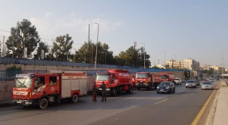 فوج اطفاء بيروت يساند الدفاع المدني باخماد حريق بلدة الدبيه الشوفيه