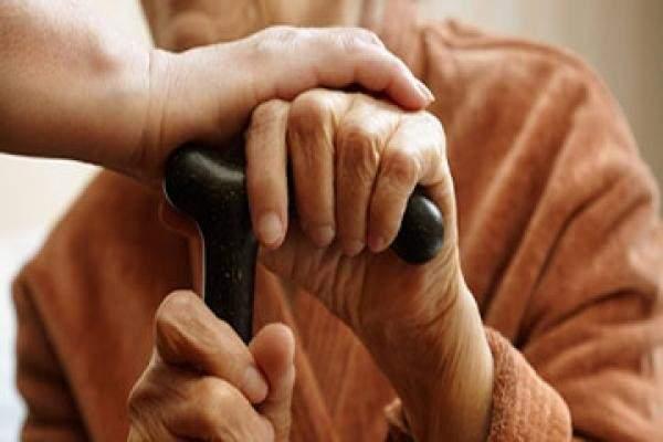 سيدة مسنة بحاجة لمساعدة مادية لدخول المستشفى لإجراء عملية طارئة بالحوض