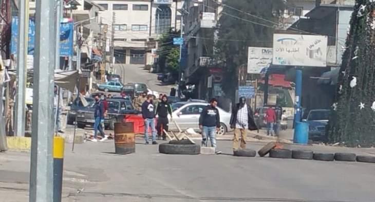 قطع طريق عام حلبا احتجاجا على توقيف اثنين من الحراك