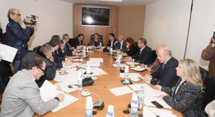 لجنة الاعلام إتفقت على جدول اعمال متكامل وطلبت ضبط الانفاق والتوظيف في الخليوي