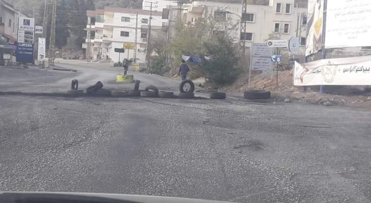 النشرة: قطع الطريق الدولية التي تربط الجنوب بالبقاع عبر مرجعيون الحاصباني