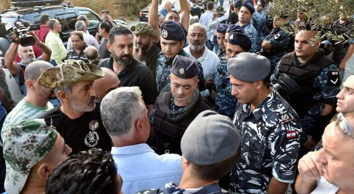 النشرة: بعض المتظاهرين يعتدون على زملاء مصوّرين خلال حراك العسكريين المتقاعدين