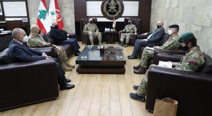قائد الجيش استقبل وفدا عسكريا بريطانيا وبحث بسبل تعزيز علاقات التعاون